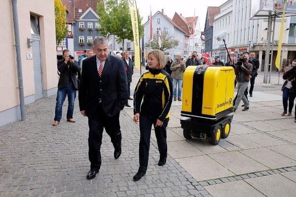 روبات نامهرسان در آلمان