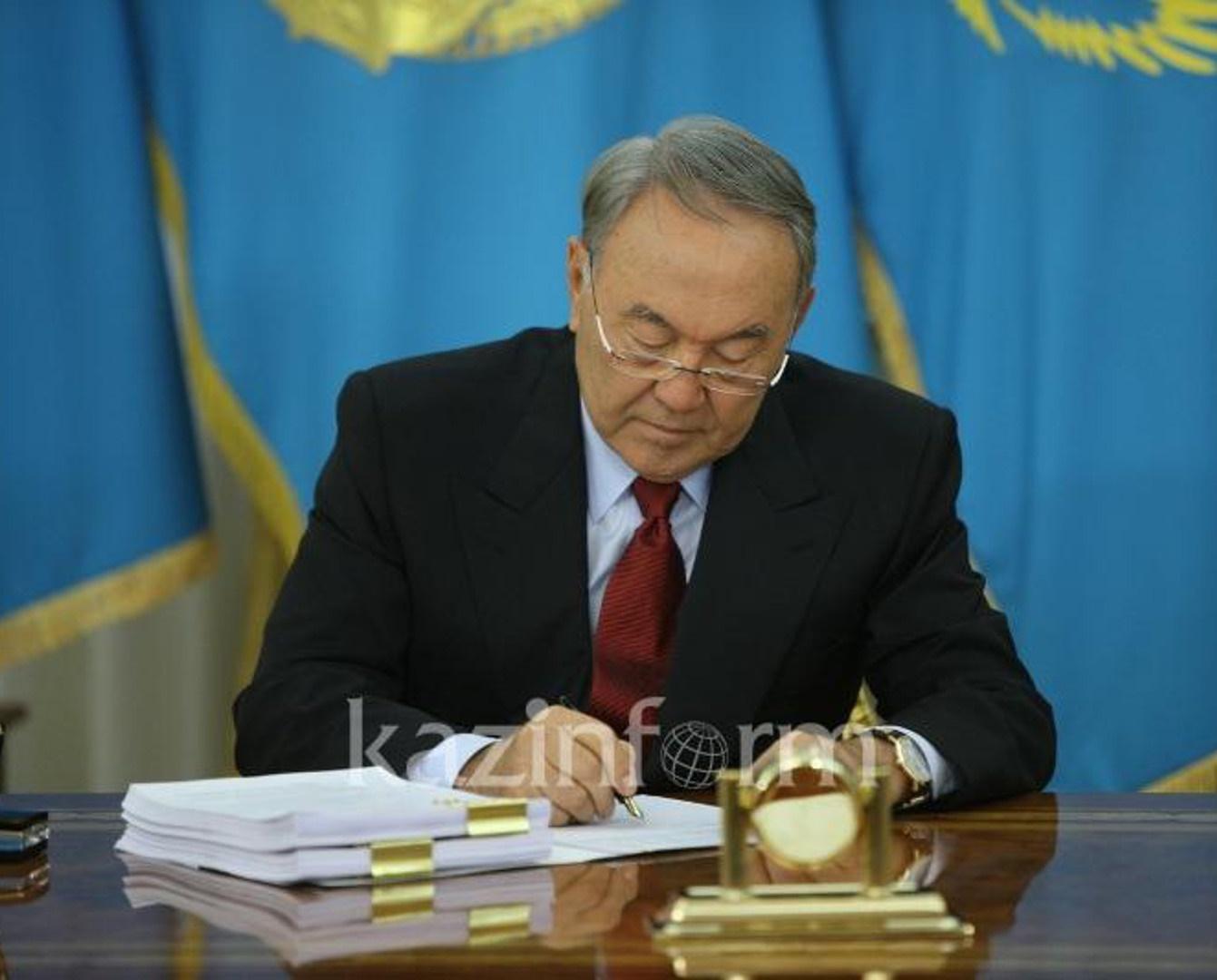 دستور رئیس جمهور قزاقستان ؛ الفبای لاتین جایگزین الفبای سیریلیک شود