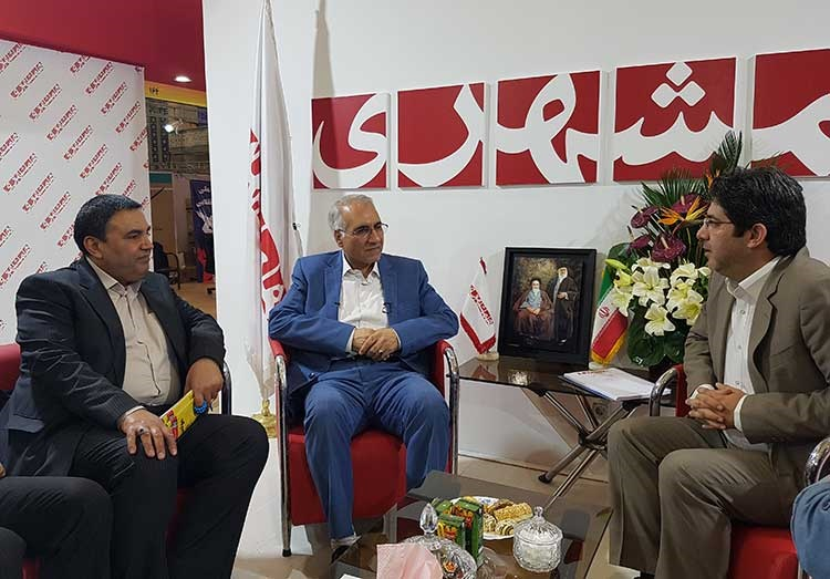 شهردار اصفهان در غرفه همشهری