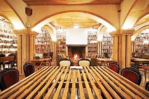 هتلی با ۵۰ هزار جلد کتاب