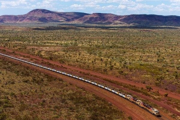قطار خودران استرالیایی بار حمل میکند