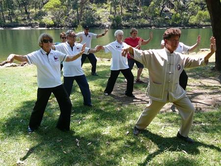 نکته بهداشتی: تای چی برای جلوگیری از افتادن سالمندان