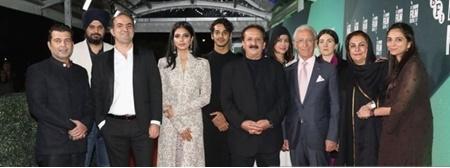 «پشت ابرها» رونمایی شد | استقبال منتقدان از فیلم هندی مجیدی در لندن و بوسان