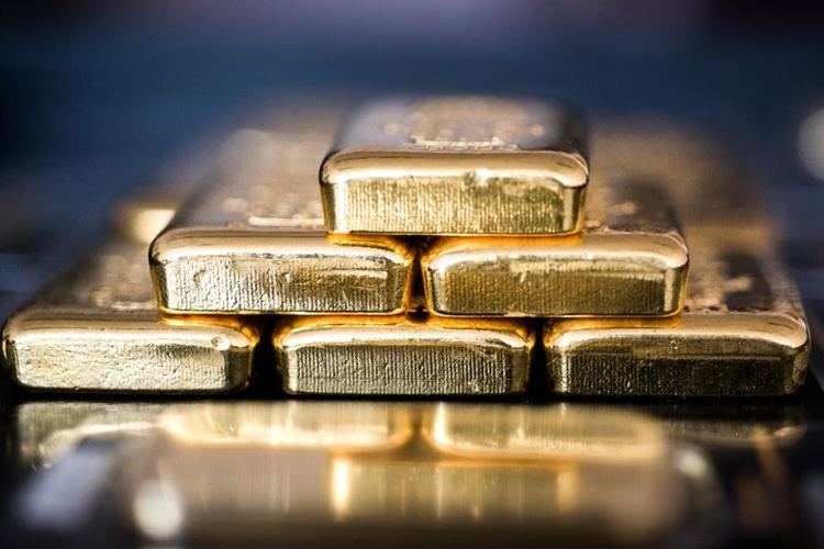 طلا برای دومین هفته متوالی ارزانتر میشود