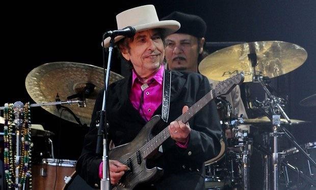 حراج گیتار ۴۰۰ هزار دلاری باب دیلن