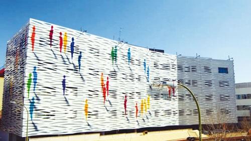 نقاشی زنده به خیابانها آرامش میدهد؟
