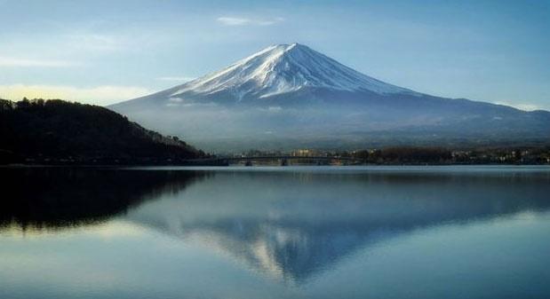 زبالهها به کوه فوجی هم رحم نکردهاند