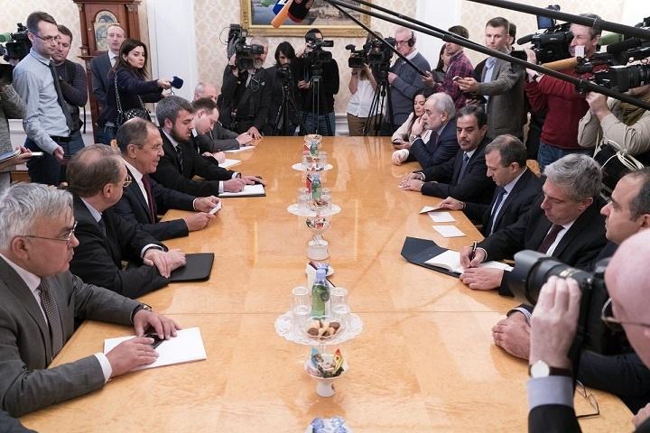 لاوروف بر حل مسائل سیاسی لبنان از راه مذاکره تاکید کرد