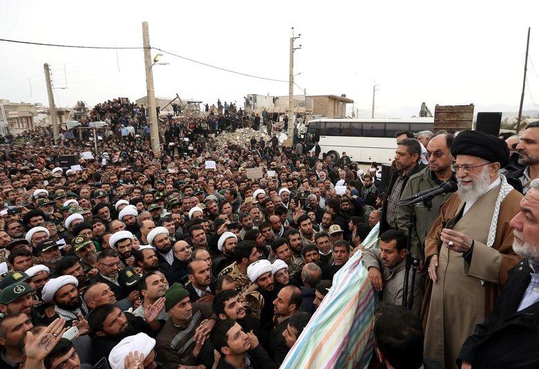 حضور رهبرانقلاب در مناطق زلزله زده کرمانشاه