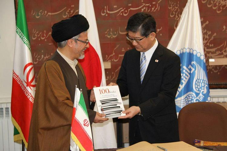 مراسم رونمایی از صد جلد کتاب اهدایی سفارت ژاپن به کتابخانه دانشکده مطالعات جهان