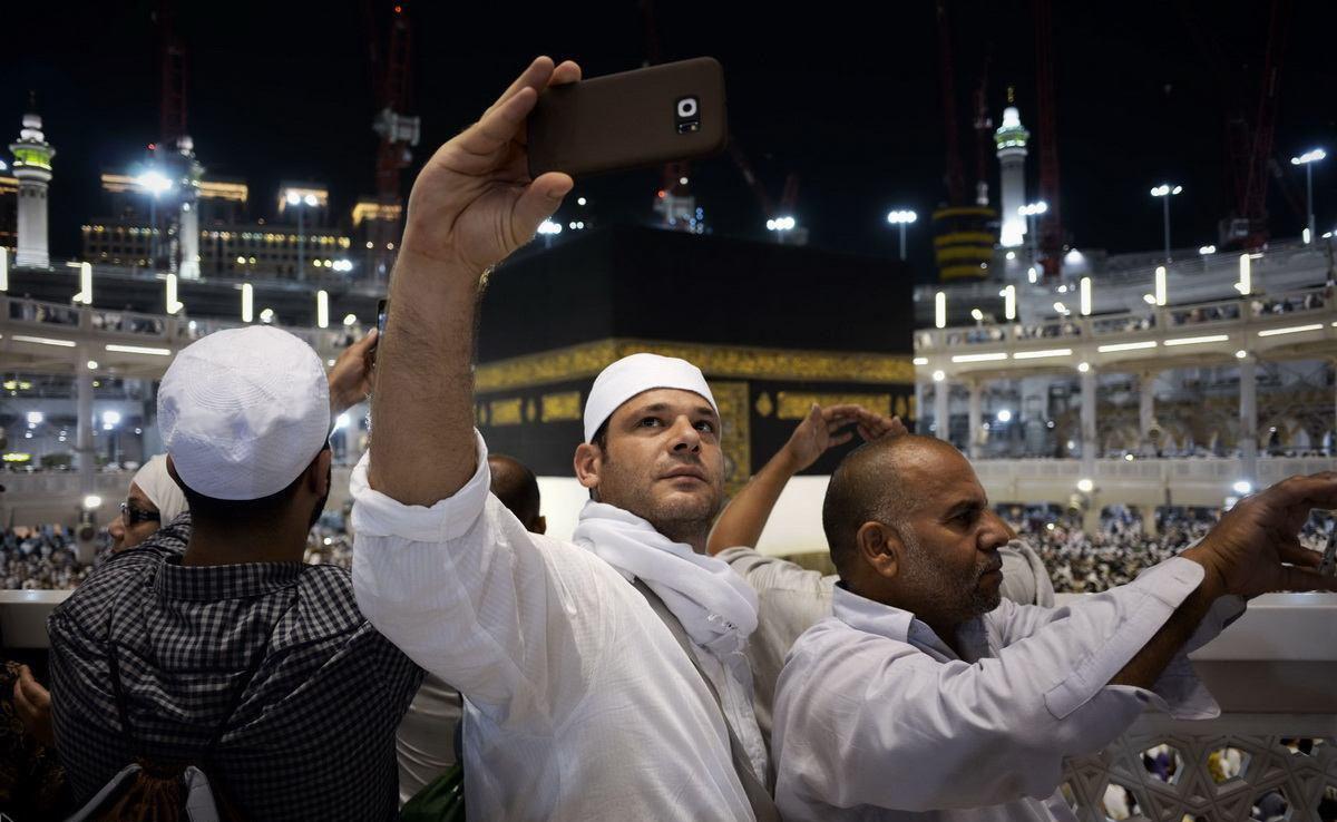ممنوع شدن عکس گرفتن زائران در مکه و مدینه