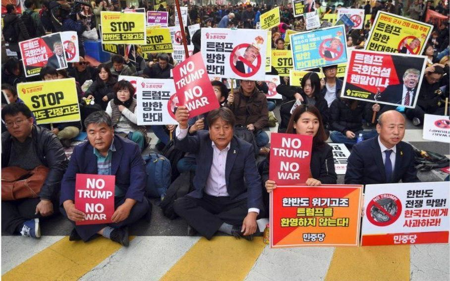 تظاهرات مردم کره جنوبی در مخالفت با سفر ترامپ به سئول