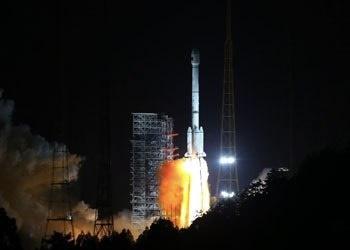 پرتاب موفقیت آمیز ۲ ماهواره با یک موشک در چین
