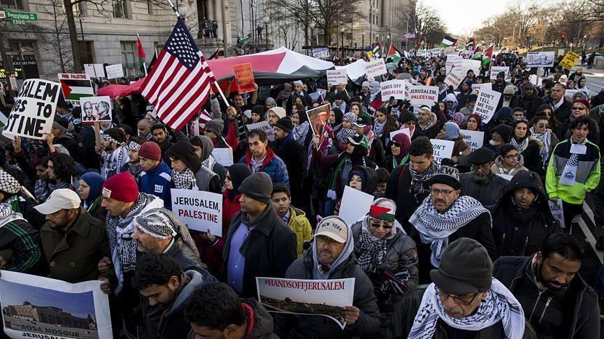 هزاران نفر در واشنگتن دراعتراض به تصمیم ترامپ درباره قدس تظاهرات کردند