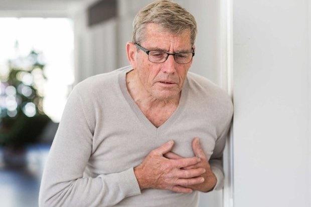 عرق شدید نشانه اولیه حمله قلبی است