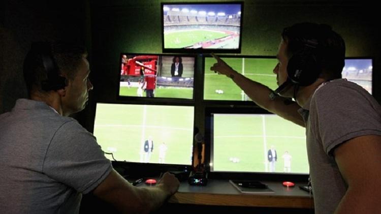 کمک داور ویدیویی در فوتبال