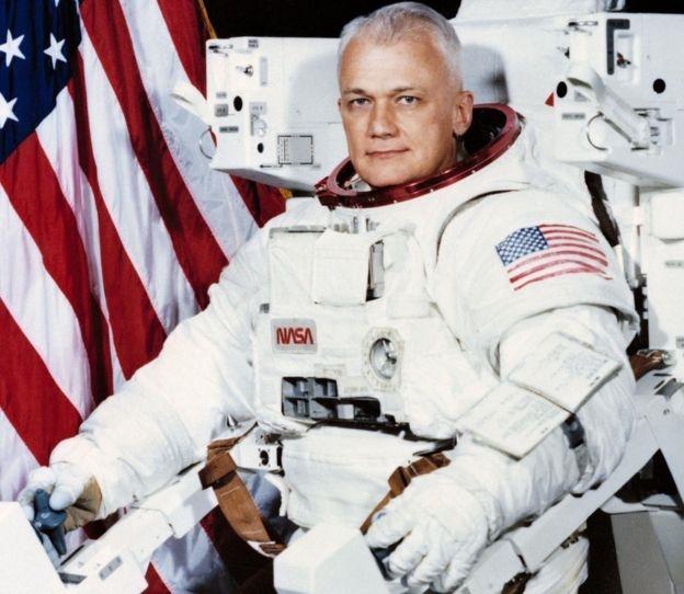 مرگ اولین مرد معلق در فضا