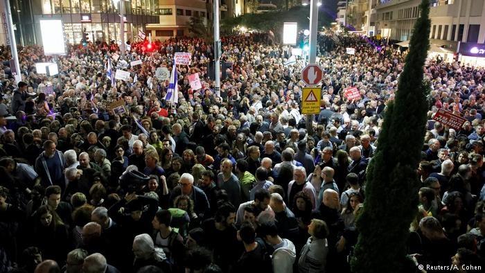 تظاهرات هزاران نفر علیه نتانیاهو | بازداشت ۱۷ مقام رژیم صهیونیستی به اتهام فساد مالی