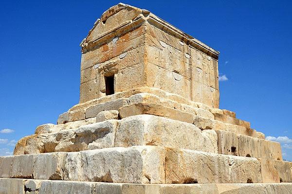 نامه باستانشناسان و تاریخپژوهان: ۷ آبان را روز کورش نامگذاری کنید