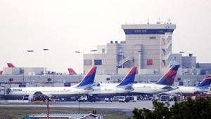 سرگردانی مسافران در یکی از بزرگترین فرودگاههای جهان