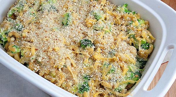 آشنایی با روش تهیه پاستای پنیری مرغ و بروکلی