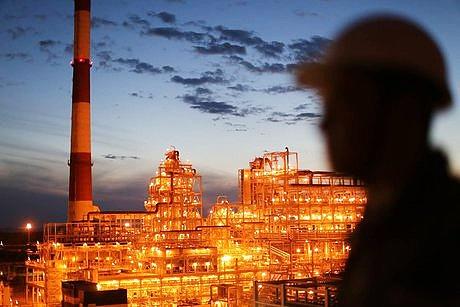 واکنش معاون اسبق وزیر نفت به تهدید سناتورهای آمریکایی مبنی بر نابود کردن پالایشگاههای ایران