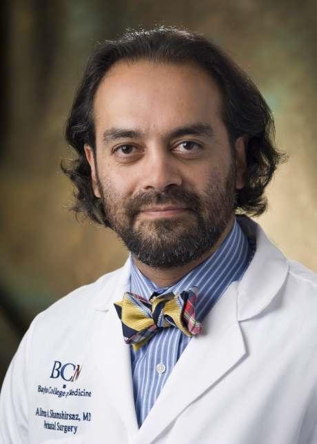 حکم ترامپ مانع سفر جراح برجسته ایرانی به کشورش است
