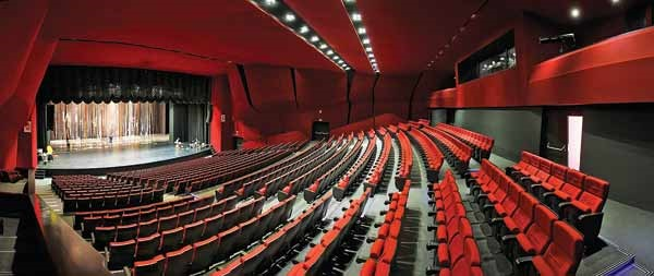 سالن دیگر معضل تئاتر نیست