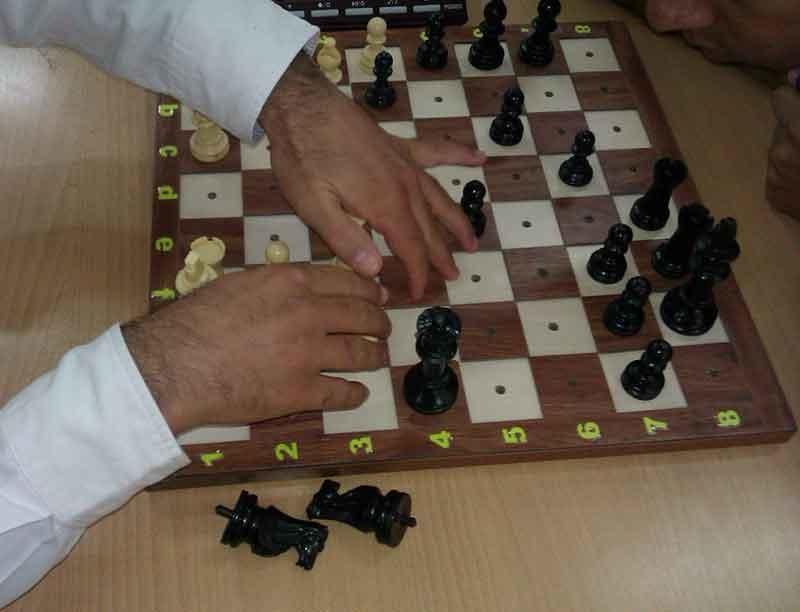امید کریمی نفر اول مسابقات بینالمللی شطرنج جام فردوسی در بخش نابینایان شد