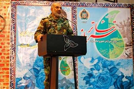 شاخصه بینظیر انقلاب اسلامی رهبری الهی امام خمینی (ره) بود