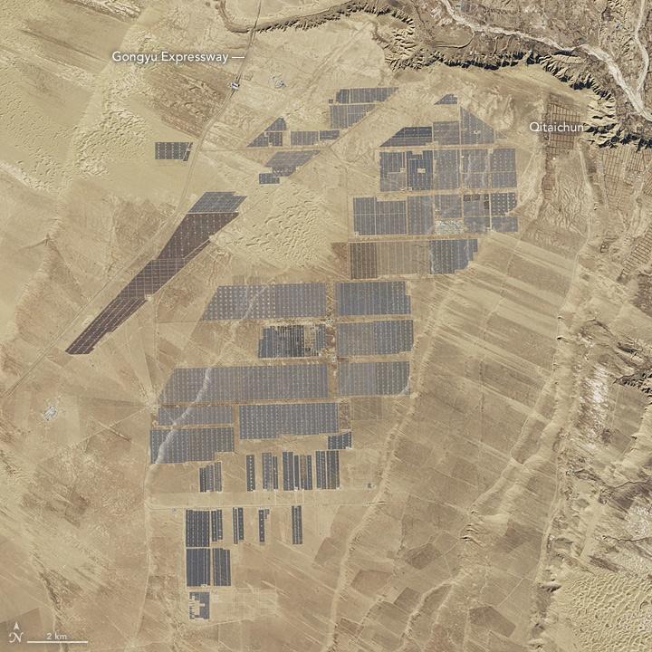 تصویر بزرگترین نیروگاه خورشیدی جهان از فضا