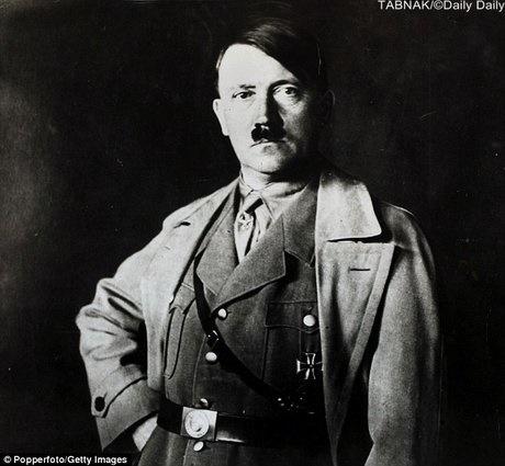 گاردین | نمایش نقاشی هیتلر در موزه دیوانگی