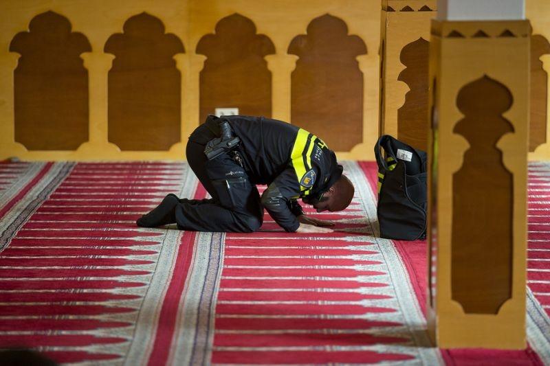 عکس: نماز پلیس هلندی