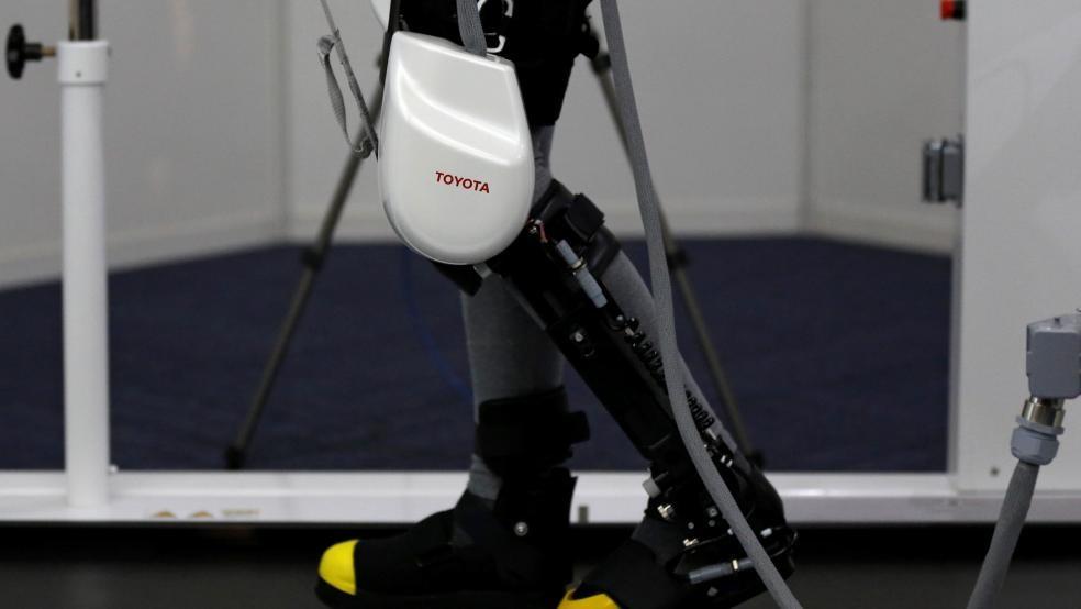خودروسازان ژاپنی به دنبال ساختن روباتهایی برای حرکت سالمندان هستند