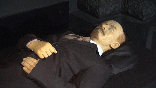 اکثر مردم روسیه خواهان دفن جنازه مومیایی لنین هستند