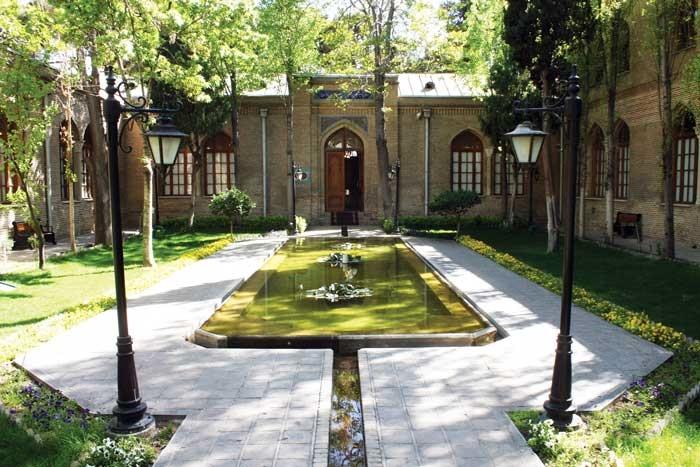 اردیبهشت در باغ نگارستان