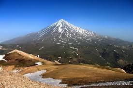 هشدار نسبت به خروج مواد مذاب از قله دماوند