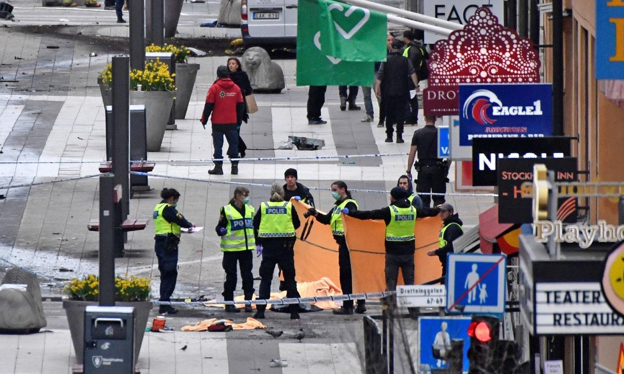 خبر و تصویر از استکهلم | حمله مرگبار ترویستی با کامیون