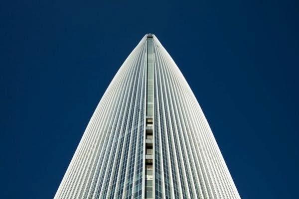 سفر به ابرها با سریعترین آسانسور دنیا