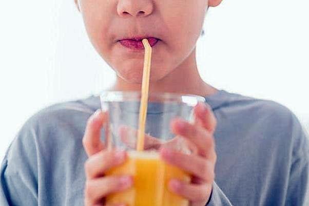 نوشیدنیهای سالم در مقابل نوشابههای شکردار