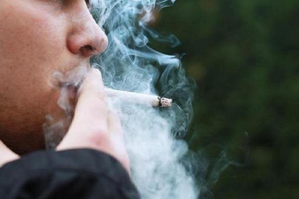 سیگار کشیدن موجب بروز بیماریهای چشمی میشود
