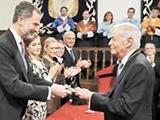 جایزه سروانتس به مندوسا اهدا شد