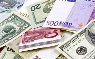 دوشنبه ۴ اردیبهشت    افت ارزش دلار و پوند بانکی و تقویت قیمت یورو