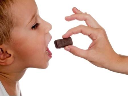 آرام کردن کودکان با غذا دادن در درازمدت زیانبار است