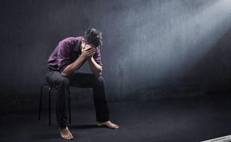 ۷ نشانه پنهان که خبر از افسردگی میدهد