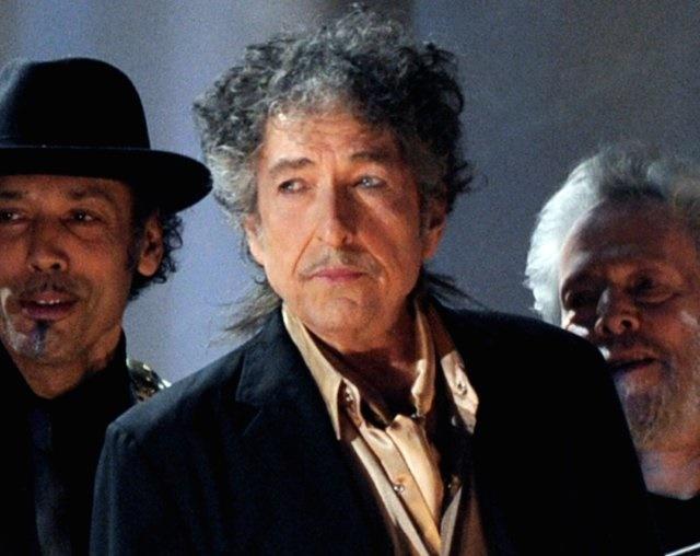 گاردین | نقاشی منتسب به باب دیلن تقلبی از آب درآمد