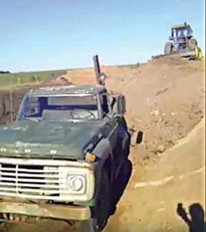 به خاک سپردن خودروی محبوب