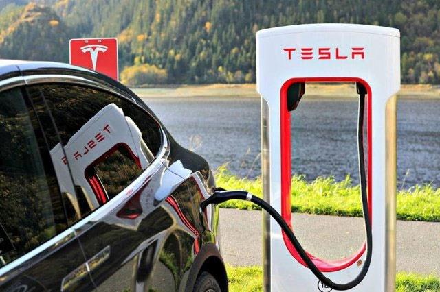 تا ۸ سال آینده خودروهای بنزینی به تاریخ میپیوندند