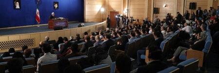 گزارش اولین نشست خبری روحانی پس از انتخاب دوباره | قول از بین بردن فقر مطلق