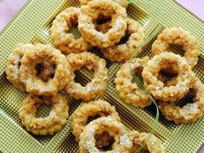 آشنایی با روش تهیه شیرینی حلقههای نارگیلی